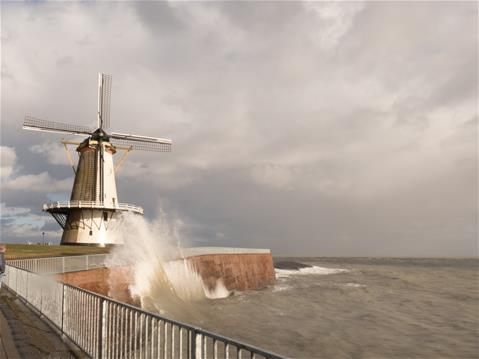 Oranjemolen in de wind